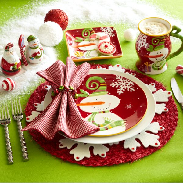 Cute Snowman Table Decor in Dining Room for Christmas Season Used Red and Green Color Decoration Ideas